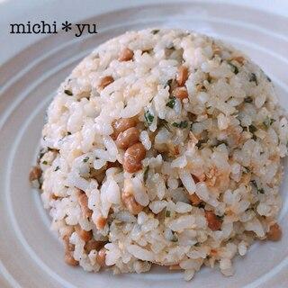 簡単で栄養たっぷり! 煎りごま増量 納豆チャーハン