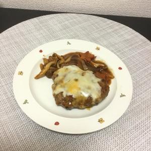 ビーフシチュールーで簡単煮込みハンバーグ