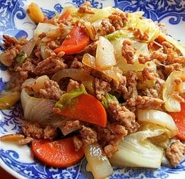 レタスとひき肉の中華炒め