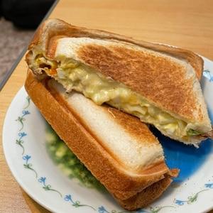 ホットサンドメーカーで簡単!!ハム卵サンド♪