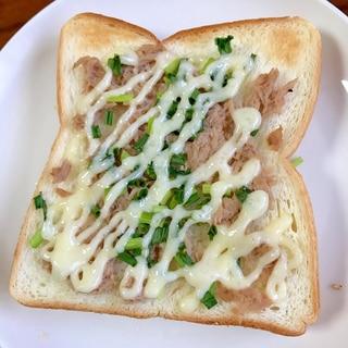ツナと小葱のマヨネーズトースト