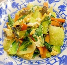 チンゲン菜と人参の卵炒め