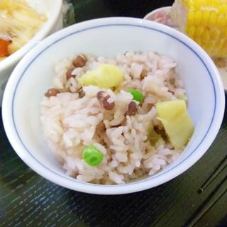 サツマイモ、グリンピース、小豆ご飯