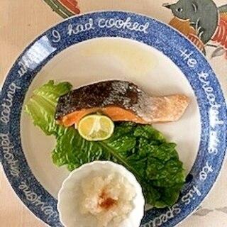 紅鮭のトースター焼きに、大根とスダチ