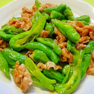 豚肉と万願寺唐辛子の甘辛生姜炒め