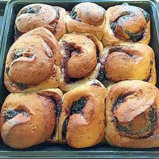 ブルーベリージャムたっぷりのロールパン