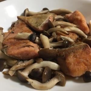 きのこと秋鮭のバタポン焼き