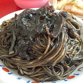イカスミ&トマトソースのスパゲッティー