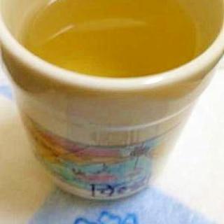 意外とおいしぃ!はちみつレモン緑茶