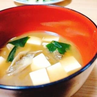 豆腐と舞茸とわかめのみそ汁
