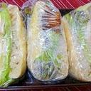 お弁当に鶏ハムと唐揚げのサンドイッチ