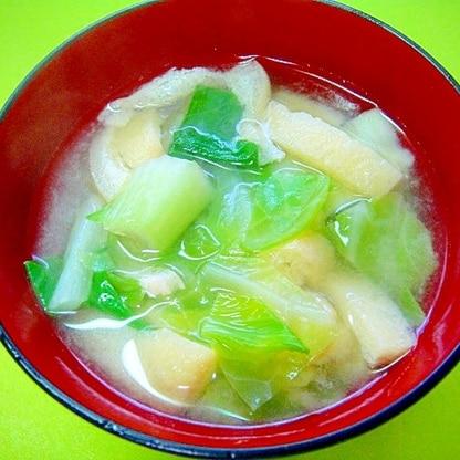 チンゲン菜とキャベツ油揚げの味噌汁