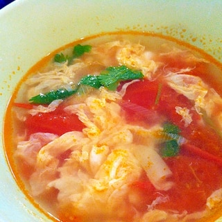パクチーと卵のトマトスープ