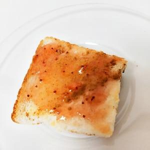 いちごジャムとシナモンのトースト
