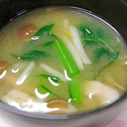 小松菜としめじともやしのお味噌汁