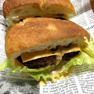 フォカッチャdeハンバーガー+ビッグマック風ソース