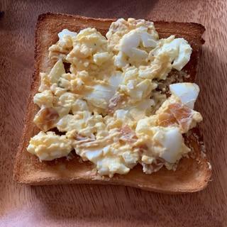 変わり卵サラダトースト