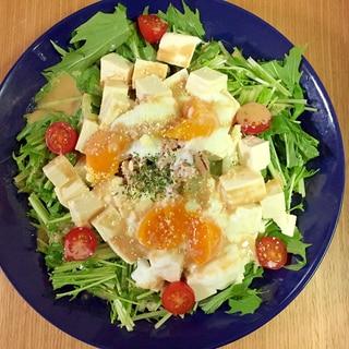 調味料は2つで簡単!彩り野菜の豆腐サラダ