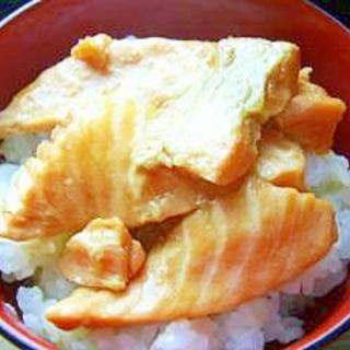 レンジで 鮭ハラスの醤油漬け焼き丼