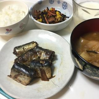 給食風!青魚の筒煮、ひじきとコーンの炒め煮、味噌汁