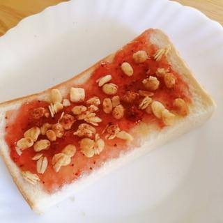 苺ジャムとフルグラのシナモントースト