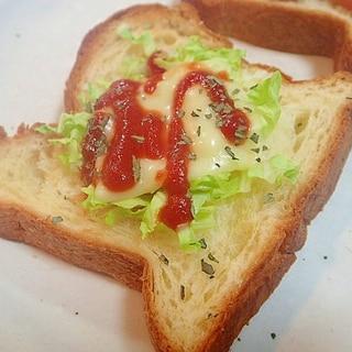 ケチャ/バジルで 白菜とチーズのデニッシュパン