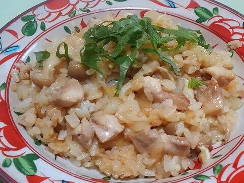 鶏肉と新玉ねぎとしめじの炒飯*