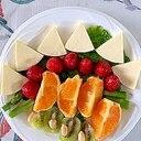 クリームチーズ、いちご、オレンジ、キウイのサラダ