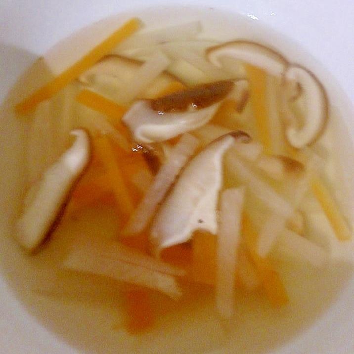 大根・しいたけ・にんじんの中華スープ
