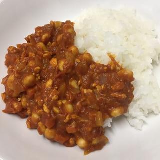 トマト缶と大豆水煮のカレーライス