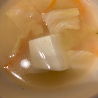 キャベツとにんじんと豆腐の味噌汁