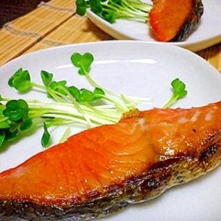 薄っすい塩鮭でも皮パリ中ふわしっとり焼き