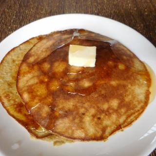 卵とバナナとオートミールのパンケーキ