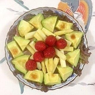 生ハム、ホワイトアスパラ、いちごのサラダ
