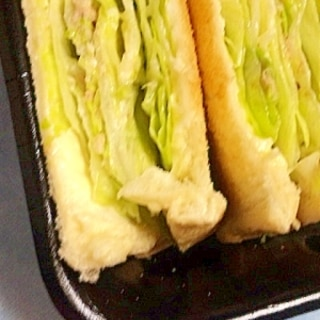 刻みキャベツとツナのチーズレタスサンドイッチ