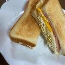 喫茶店のモーニングみたいなホット玉子サンドイッチ