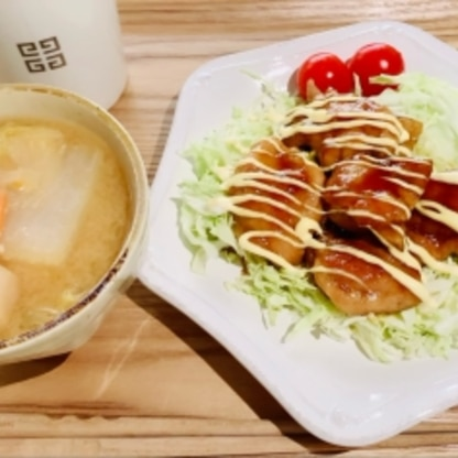 ご飯の代わりにキャベツをしいて、少しヘルシー(?)に食べました。 簡単でした〜(^^)