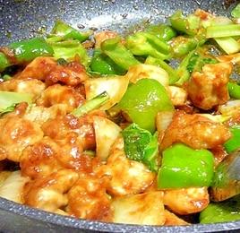 鶏肉とピーマンと小松菜の辛味噌炒め