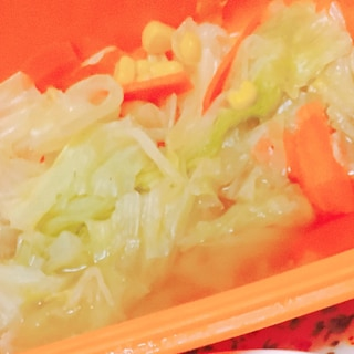 シリコンスチーマーで温野菜のコンソメ煮