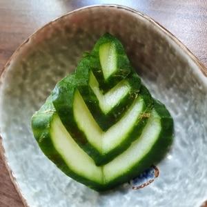 キュウリの飾り切り☆葉っぱ