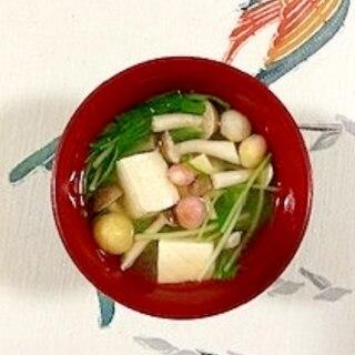 水菜、木綿豆腐、ブナシメジ、豆麩のお味噌汁