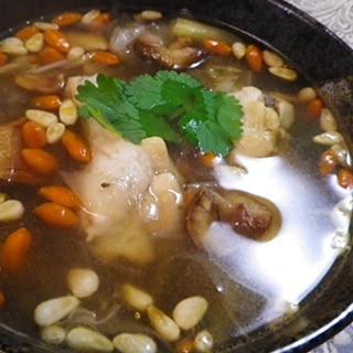 煮込むだけ、サムゲタン風鶏手羽スープ