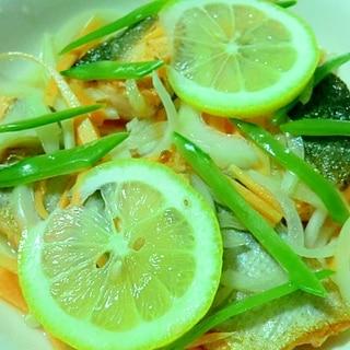 夏は,爽やかな鮭のレモン酢マリネ