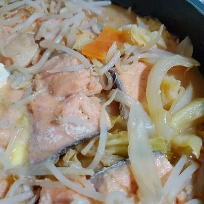 家にある野菜をたくさん入れて作りました!簡単なのにとても美味しくできました☆ぜひまた作りたいと思います!