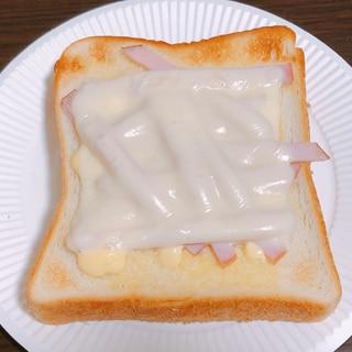 とろけるチーズハムトースト