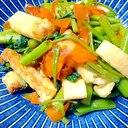 油揚げはかりっと焼いて、空心菜とにんじんの炒め物