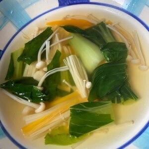 青梗菜・玉ねぎ・舞茸・人参の中華スープ