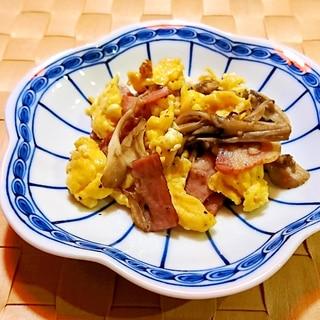 舞茸とベーコンの卵炒め
