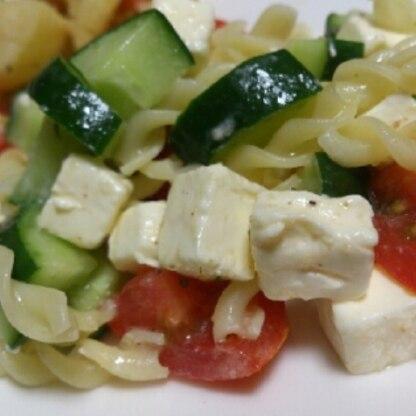 野菜が高いので、パスタでかさましサラダ!クリームチーズ好きなんですが、この味付けも美味しくて良いですね☆