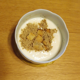 パン耳とはったい粉の朝食ヨーグルト